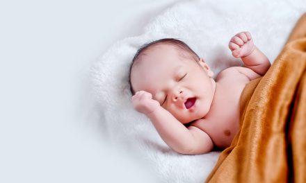 Wymioty u niemowlaka – czy trzeba się martwić?